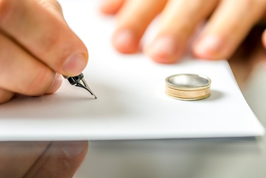 Should You Change Your Name After a Divorce?